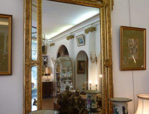Miroir  à parcloses en stuc doré