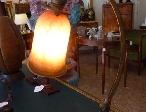 LAMPE ART NOUVEAU BRONZE ET PATE DE VERRE