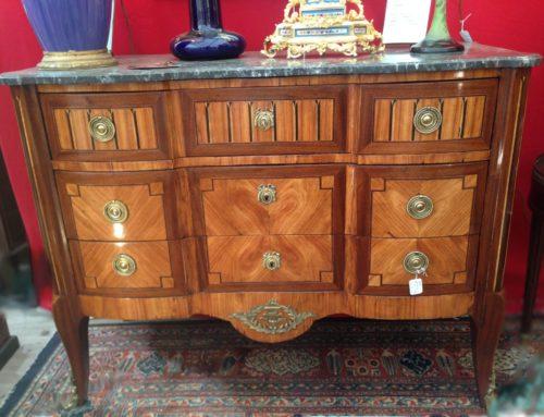 Commode Style Louis XVI à ressaut en marqueterie XIXème
