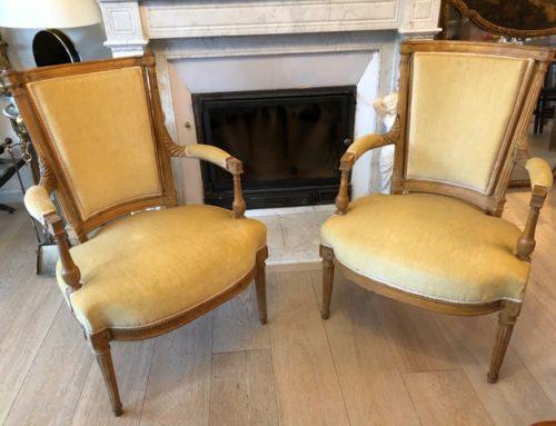 Paire de fauteuils en hêtre Louis XVI d'époque Directoire fin XVIIIe siècle
